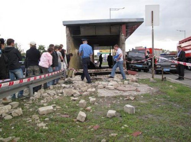 Ужасное ДТП: Honda влетела в подземный переход
