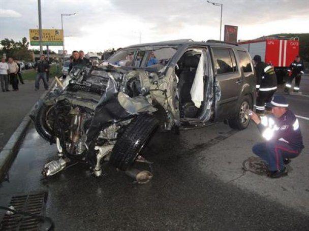 В Киеве кроссовер Honda влетел в подземный переход, два человека погибли