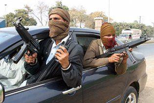У Пакистані бойовики розстріляли автобус з пасажирами, загинули 7 осіб
