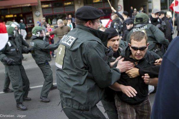Неонацисти влаштували побоїще в Берліні: 40 поліцейських постраждали