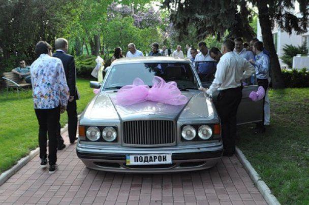 """Регіонал Ландик подарував на весілля племіннику """"Бентлі"""""""