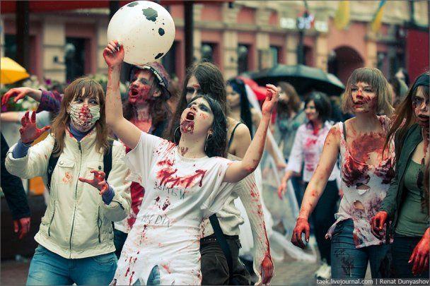 ОМОН задержал десятки зомби в центре Москвы
