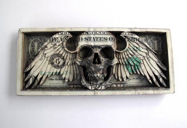 Майстер вирізав 3D-череп з банкнот на суму 11 тисяч доларів