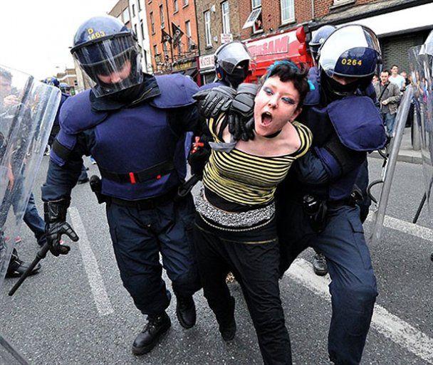 Поліція розігнала противників візиту Єлизавети ІІ до Ірландії