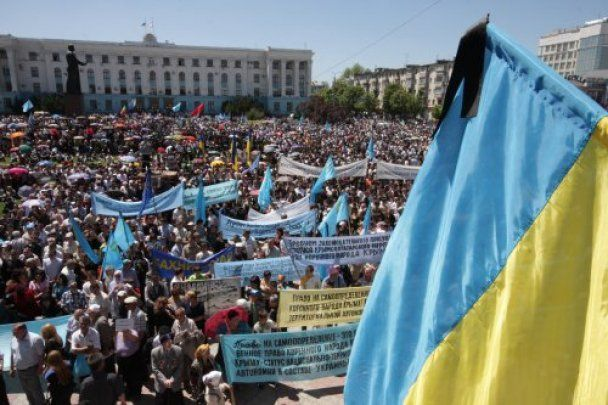 В Крыму 15 тысяч митингующих требуют признать геноцид татар