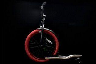 Американцы скрестили самокат, скейт и велосипед (видео)