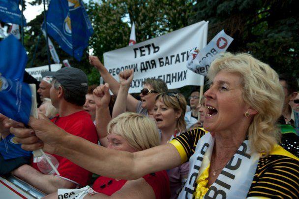 Мітингувальники прийдуть до Азарова з лопатою