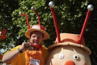 У Лондоні учасник марафону майже місяць повз до фінішу в костюмі равлика