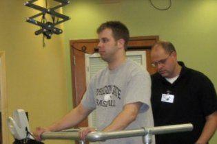 Хирурги вернули паралитику способность стоять на ногах