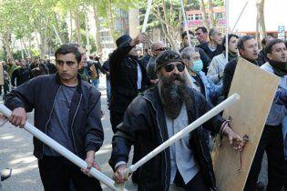 Грузинский спецназ разогнал митингующих газом и водометами