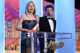 Переможниця Каннського фестивалю не може повернутись в Україну
