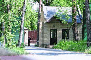 Чиновники у Пущі-Водиці живуть за п'ятиметровими парканами