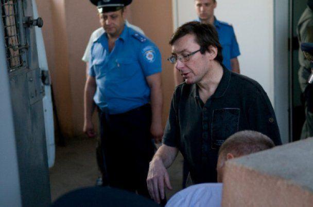 Луценко требует закрыть дело против него