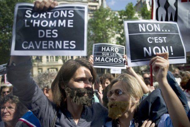 Протест бородатих феміністок проти глави МВФ Стросс-Кана