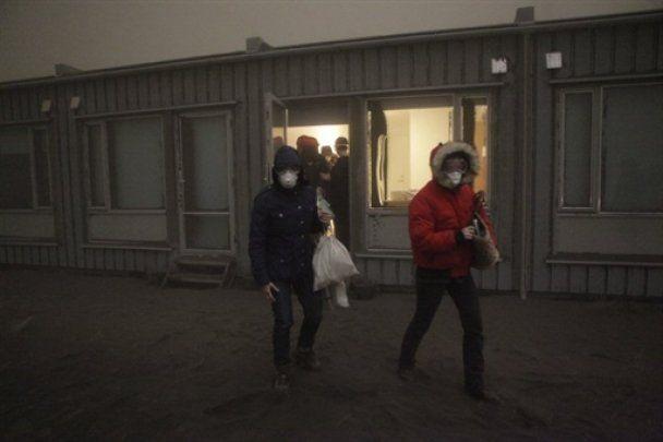 Попіл від вулкана Грімcвотн досяг Норвегії, Ісландія покрита сажею