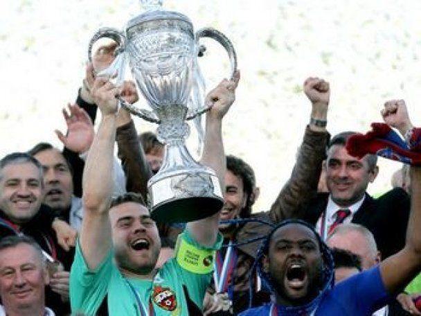 Футболісти ЦСКА виграли Кубок Росії і відразу зламали його (фото)