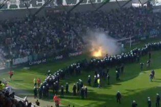 Матч австрійської Бундесліги завершився масовою бійкою на полі (відео)