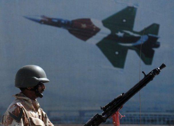 Пакистанская армия 16 часов отбивала военную базу у шести юных талибов