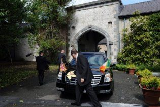 Лимузин Обамы застрял в воротах посольства в Дублине