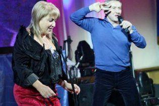 Черновецкий в Каннах празднует 56-летие жены