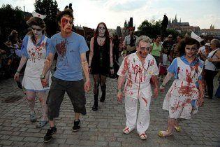 Британский город атаковали зомби (видео)