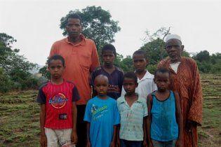 Друзья Стросс-Кана поехали подкупать бедных родственников горничной в Гвинею