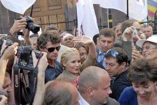 Поддержать Тимошенко в суде пришли более 5 тысяч человек