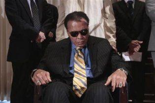 Легендарный боксер Мохаммед Али призвал Иран освободить американских туристов