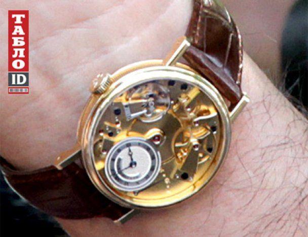 Муж Тимошенко показал часы за 35 тысяч, футболку за 500 долларов и телефон Vertu