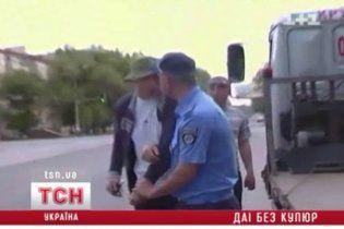 У Луганську п'яний водій з товаришем побили даїшників