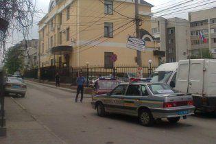 В Симферополе заминировано российское консульство