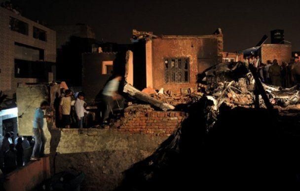 На житлові квартали Делі впав літак, 10 людей загинули