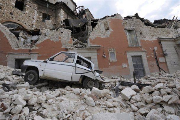 """Семерых итальянских сейсмологов судят за то, что они """"прозевали"""" землетрясение"""