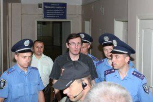 Прокурори розпочали зачитувати обвинувачення Луценку