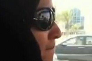 В Саудовской Аравии женщину посадили за вождение автомобиля
