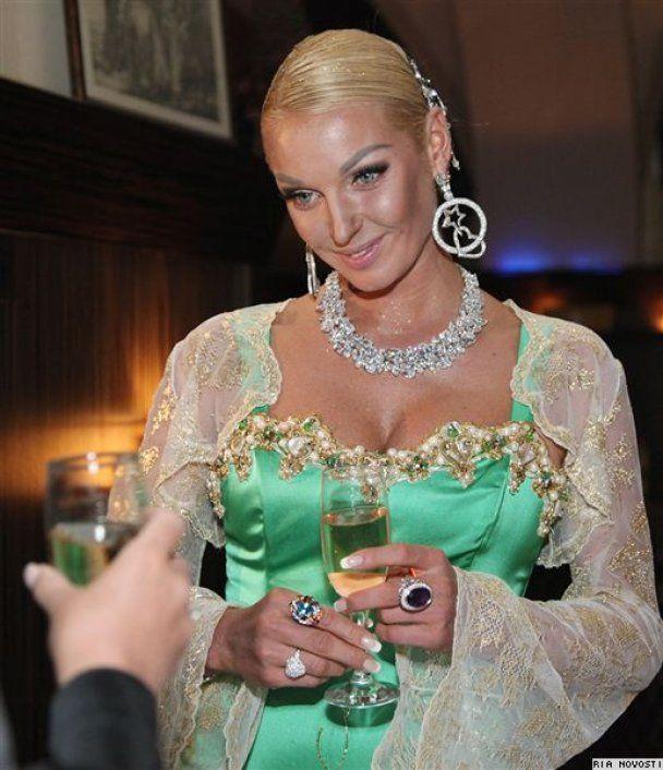 Волочкова показала трусики на вечеринке Оксаны Федоровой