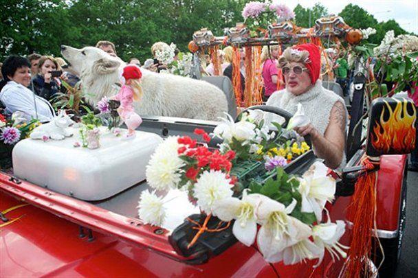 В Латвии состоялся парад блондинок