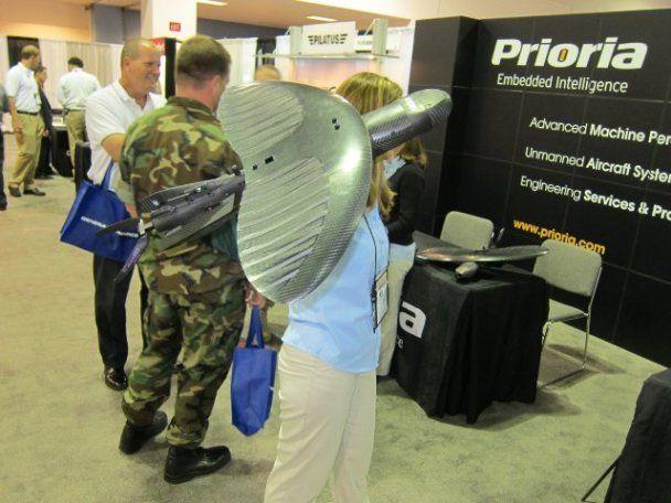 Разработан уникальный беспилотник с гибкими крыльями, который помещается в рюкзак