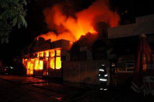 Рынок на Виноградаре в Киеве подожгли сразу в четырех местах