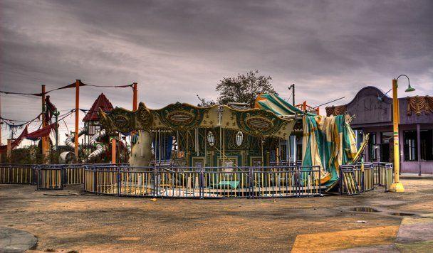 """Парк развлечений в Новом Орлеане превратился в """"Зомбилэнд"""""""