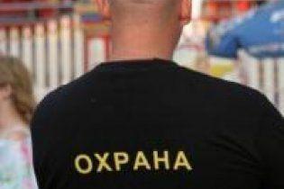 В Днепропетровске охранник супермаркета до смерти забил человека за кражу
