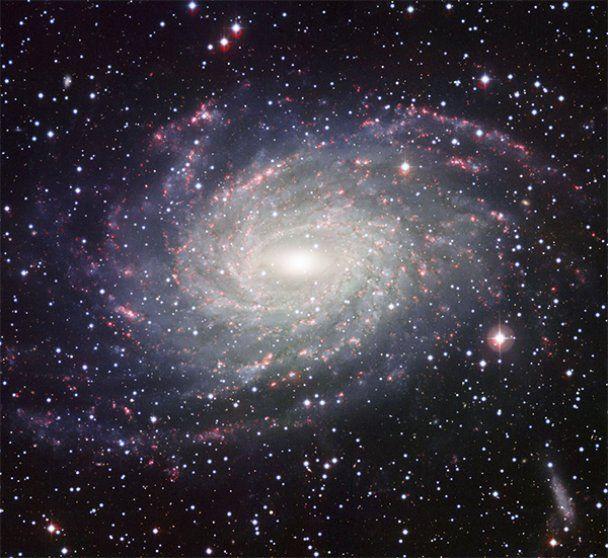 Астрономы сфотографировали галактику-аналог Млечного пути