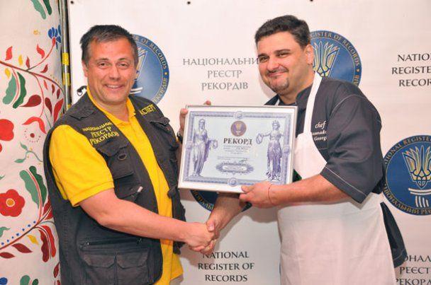 Українські зірки приготували рекордний 6-метровий голубець