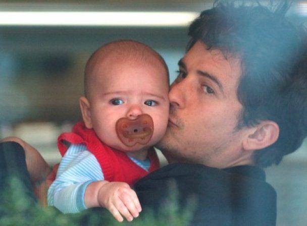 Орландо Блум сам няньчиться з п'ятимісячним сином