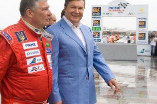 Янукович хотів взяти участь в автоперегонах, але йому не дало оточення