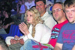 """Тимошенко в джинсах и с распущенной косой сходила на концерт """"Братів Гадюкіних"""""""