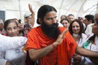 В Індії поліція газом розігнала прихильників голодуючого йога