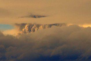 В Індонезії розпочалося виверження вулкану