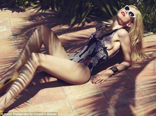 Клаудія Шиффер в 40 років у купальнику знялась для Harper's Bazaar