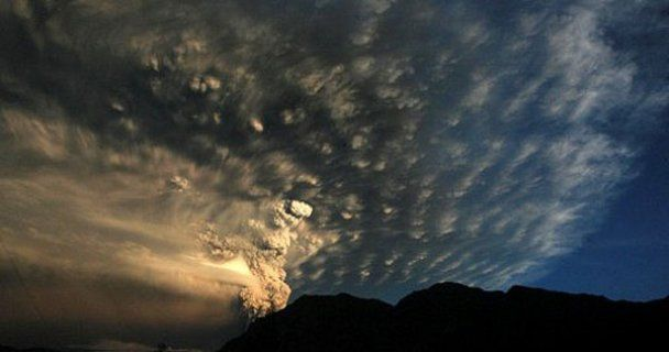 Невероятное извержения вулкана в Чили